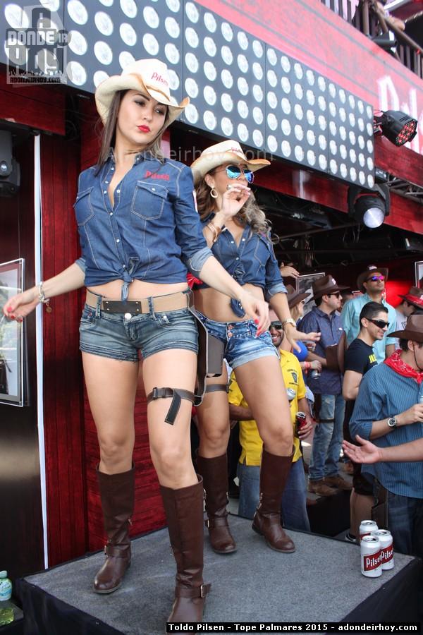 Rubias y diversion en el Toldo Pilsen 2015