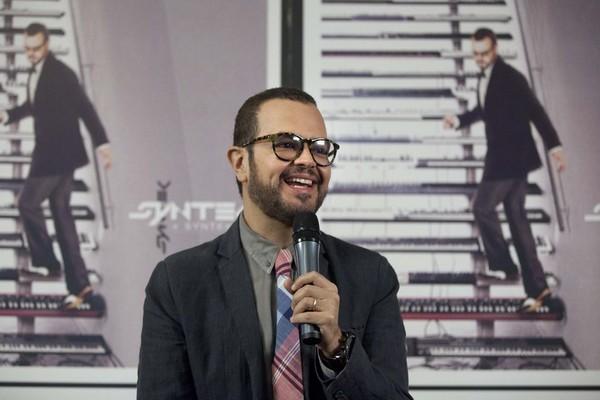 Hard Rock Café Guanacaste inaugura con Aleks Syntek