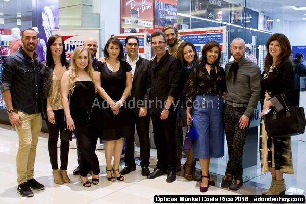 Ópticas Münkel apoya a Bloggeros costarricenses